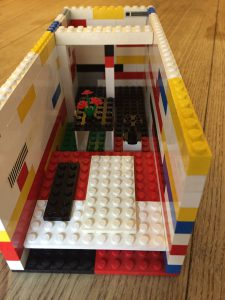 lego_cont_front_view
